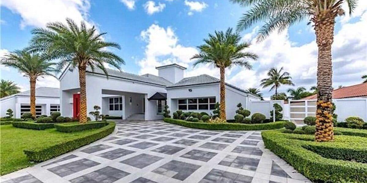 Flo Rida okos otthonának bejárata (Fotó: Zillow)