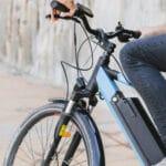 Elektromos kerékpár – ideális a nagyvárosban (fotó: Freepik)