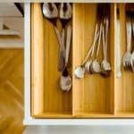 Praktikus tárolás a panelkonyhában (fotó: Pixabay)